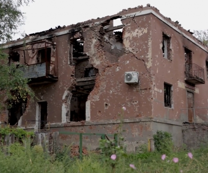 Battered Ukraine Wary of Wounded Russian Bear