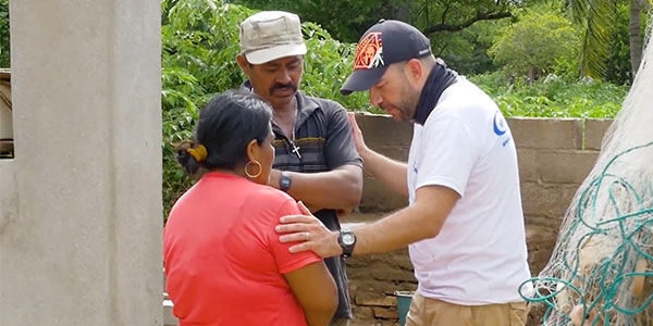 cbn-disaster-relief-in-mexico-praying