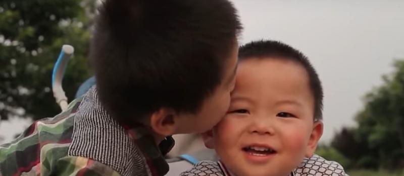 pingshun-and-brother-kiss