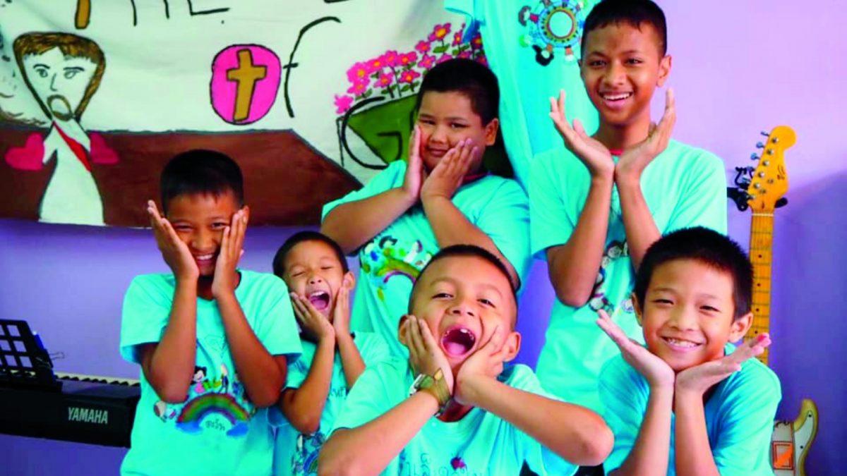 songkran-mapaisansin-thailand_2019_august_school-of-life-pondsila-church_bkk_-opphoto_sumo4